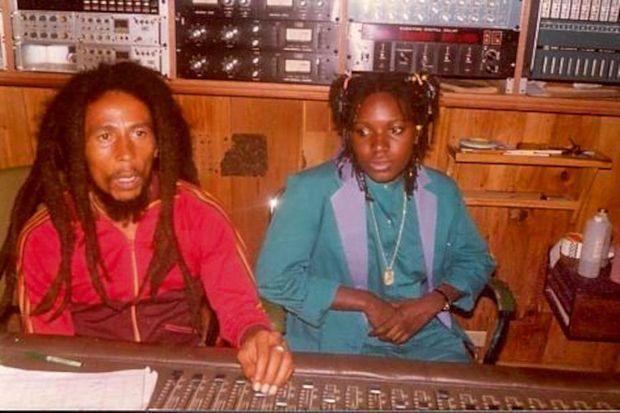 En 1980, dans le légendaire studio d'enregistrement Tuff Gong, créé par Marley