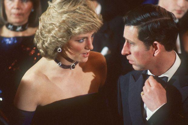 En 1987, à l'Opéra de Munich. Cinq ans avant la séparation, les relations sont déjà tendues entre Diana et Charles.