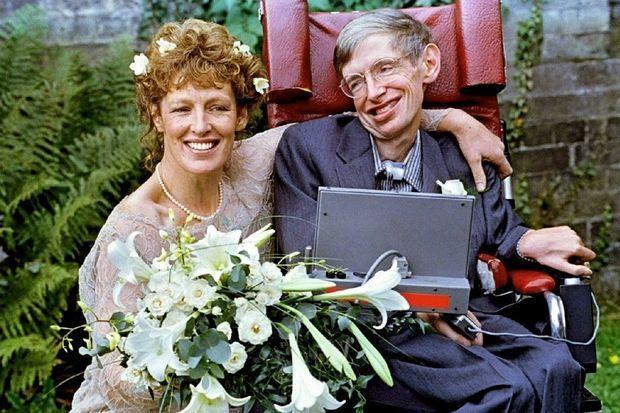 En 1995, il épouse Elaine Mason.