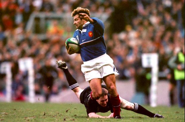 En 1999, demi-finale de la Coupe du monde au stade de Twickenham, à Londres. Un essai magique qui renverse les All Blacks 43 à 31, et envoie l'équipe de France en finale.