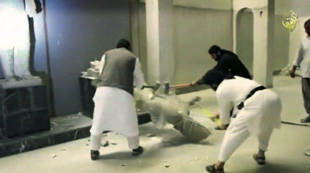 En 2015, au musée de Mossoul, les djihadistes détruisent des oeuvres millénaires... Le plus souvent, il s'agissait de copies en plâtre.