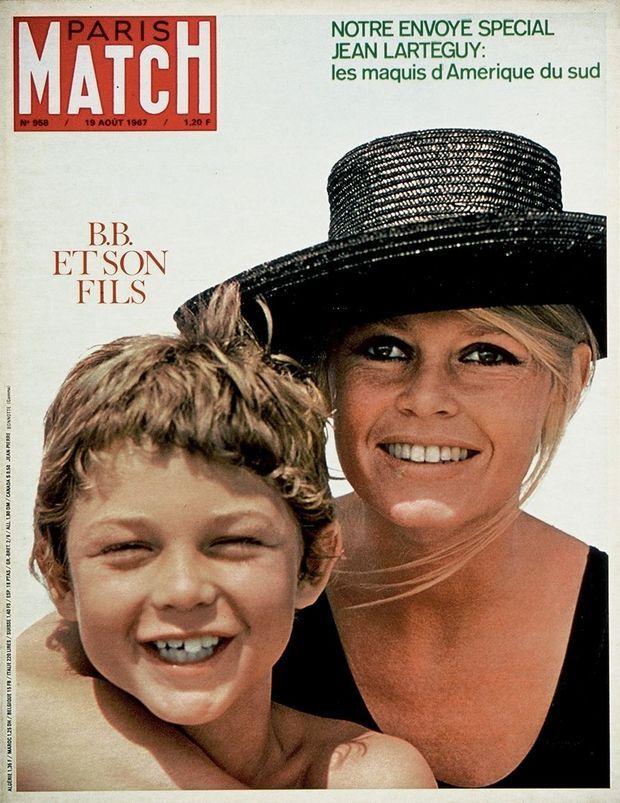 En août 1967, BB et son fils Nicolas font la couverture de Paris Match.