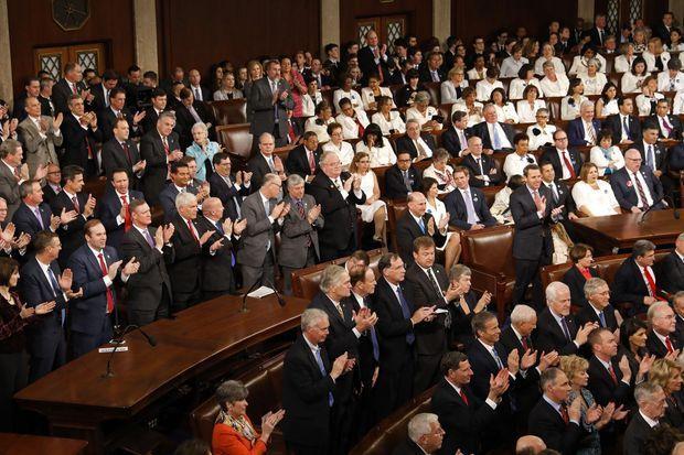 En blanc, certaines Représentantes avaient décidé de se faire entendre pacifiquement.
