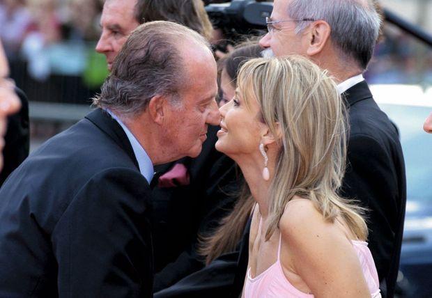 En compagnie de la Danoise Corinna Larsen, avec qui il entretient alors une liaison, à Barcelone, le 23 mai 2006.