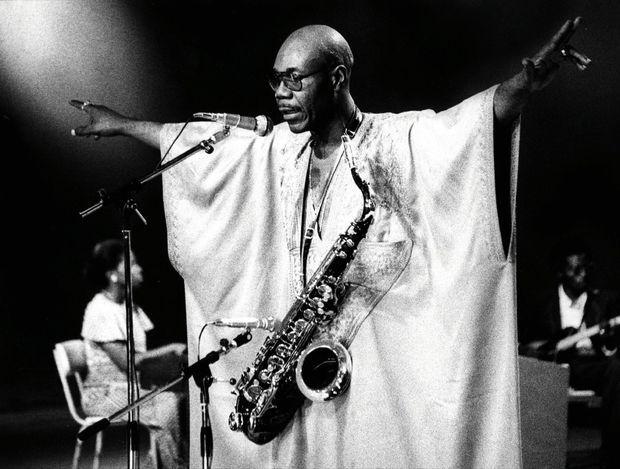 En concert à la Maison du Parti, à Douala, en 1975.