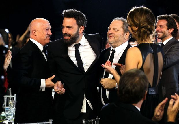 En janvier 2013, avec l'acteur et réalisateur Ben Affleck ainsi que l'acteur Bradley Cooper (à dr.), aux Critics' Choice Movie Awards, à Santa Monica