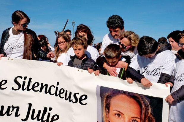 En première ligne du cortège, Lucien et Violetta Douib rendent hommage à leur fille
