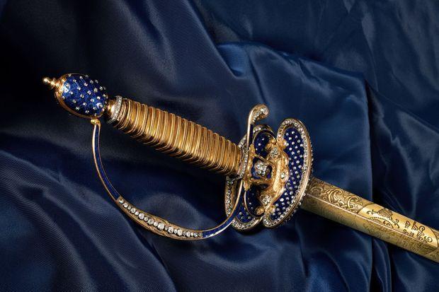 Epée princière de la fin du XVIIIe siècle en vente aux enchères par la Maison Osenat à Versailles le 11 juillet 2021