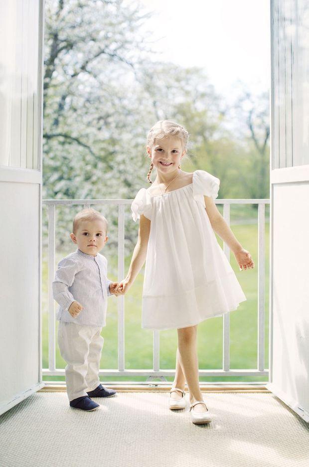 La princesse Estelle et le prince Oscar de Suède, photo diffusée le 22 juin 2017