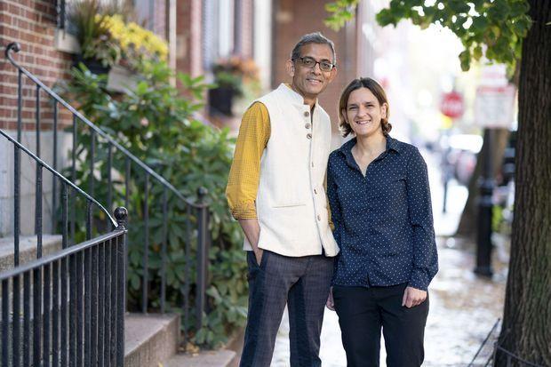 Esther Duflo avec son mari et colauréat du Nobel, Abhijit Banerjee.