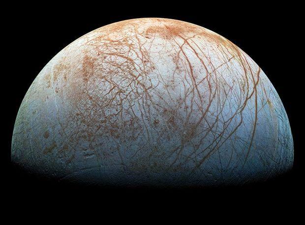 Europe, la lune de Jupiter si riche en mystères.