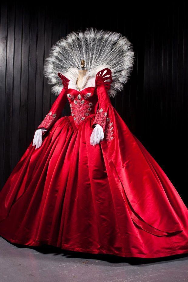 Evil Queen Ball Gown_Jan Thijs. -áCopyright 2012 Relativity Media. -áAll rights reserv74ed. (7)-