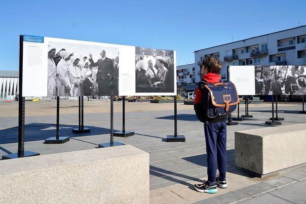 L'exposition « Les Hauts-de-France et Charles de Gaulle, La France au cœur » est présentée Place d'Armes, à Calais du 29 mars au 2 mai.