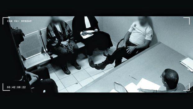 Extrait d'un documentaire de Cyril Denvers: un déferrement pour apologie du terrorisme.