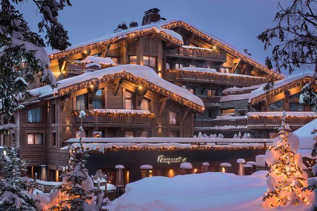 Façade de l'Hôtel Barrière Les Neiges.