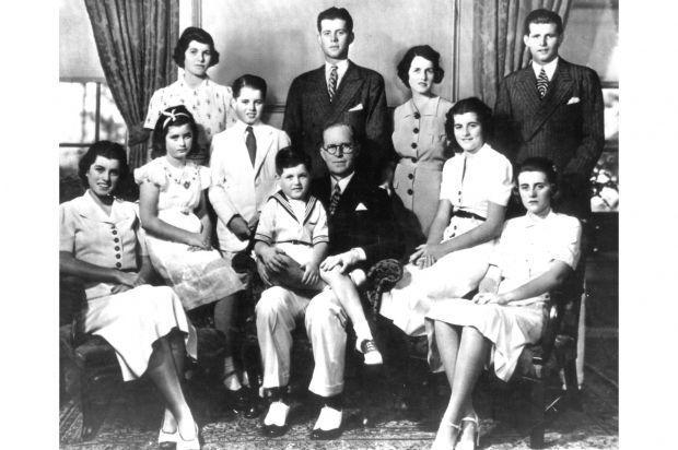 La famille Kennedy au complet en 1938 (Rosemary est en haut à gauche).