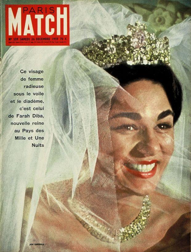 « Ce visage de femme radieuse sous le voile et le diadème, c'est celui de Farah Diba, nouvelle reine au Pays des Mille et Une Nuits. » - Paris Match n°559, 26 décembre 1959