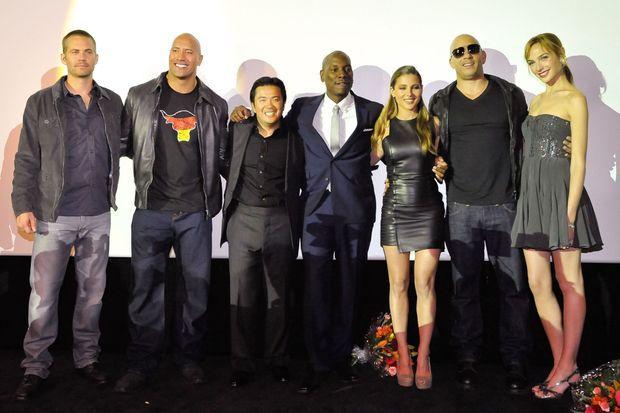 "L'équipe de ""Fast and Furious"": Paul Walker, Dwayne Johnson, Justin Lin, Tyrese Gibson, Elsa Pataky, Vin Diesel et Gal Gadot."
