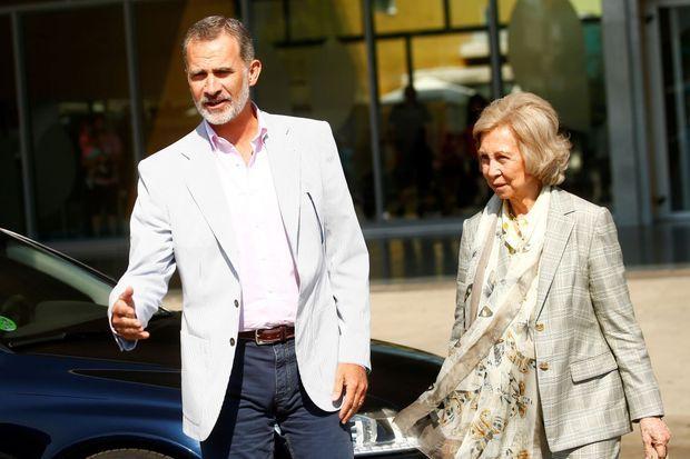 Le roi Felipe VI, à la clinique en compagnie de la reine émérite Sofia