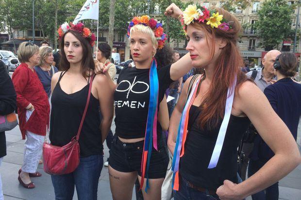 Trois membres du groupe Femen sont venues apporter leur soutien.