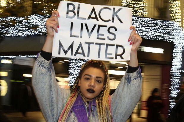 Des manifestations ont eu lieu à Londres pour protester contre la décision du grand jury de Saint Louis dans l'affaire de Ferguson.