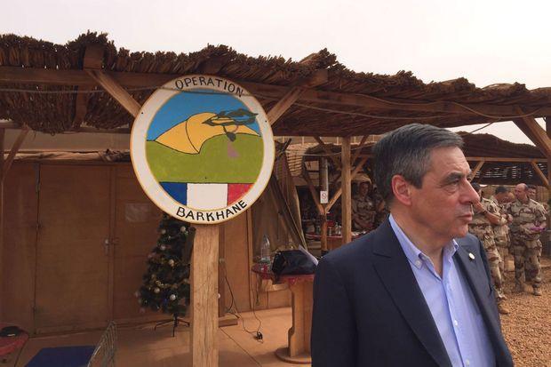 François Fillon rend visite aux militaires de la force Barkhane déployés au Sahel.