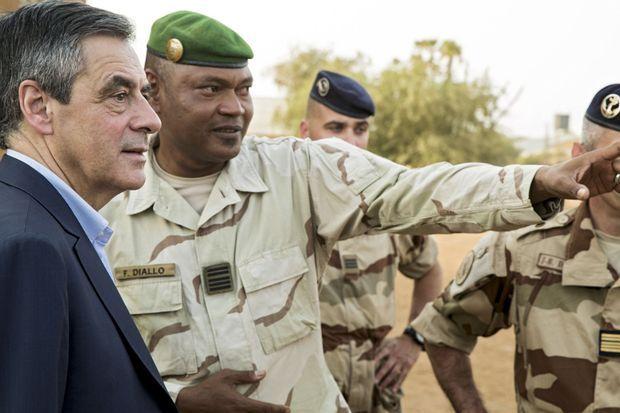 En compagnie du colonel Félix Diallo des Fama, à Gao, le 17 décembre.