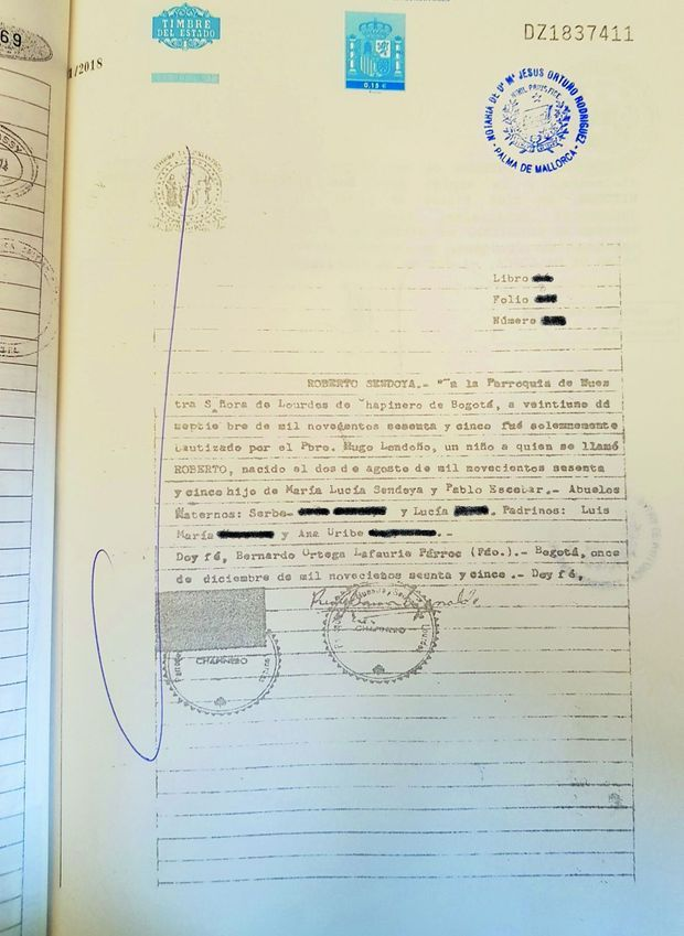 Fils d'Escobar : le premier-né » mentionne son certificat de naissance. Or le nom complet du trafiquant de drogue était Pablo Emilio Escobar Gaviria…