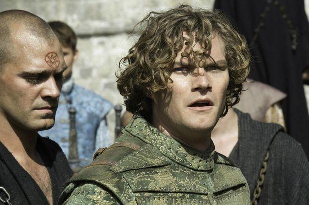 "Finn Jones dans ""Game of Thrones""."