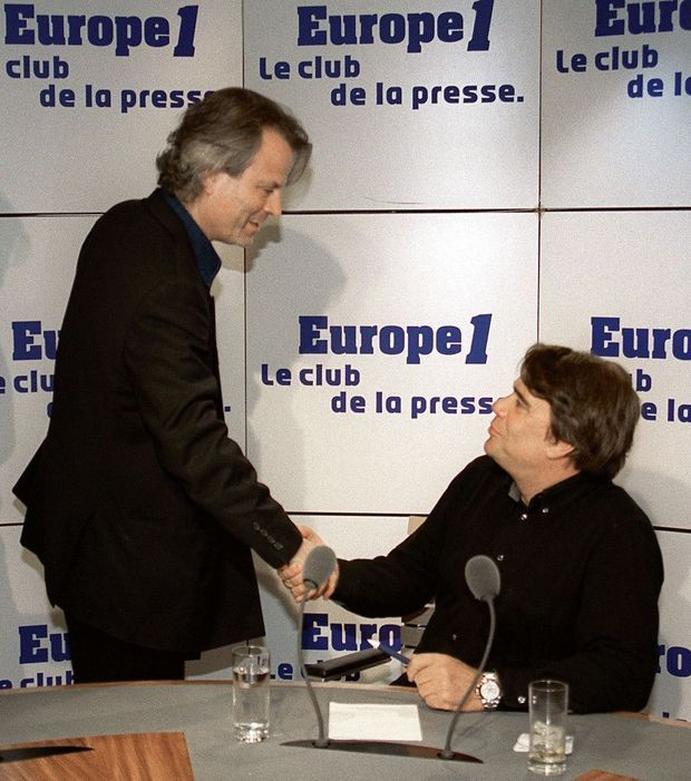 Franz-Olivier Giesbert et Bernard Tapie dans un studio d'Europe 1, en 2000.