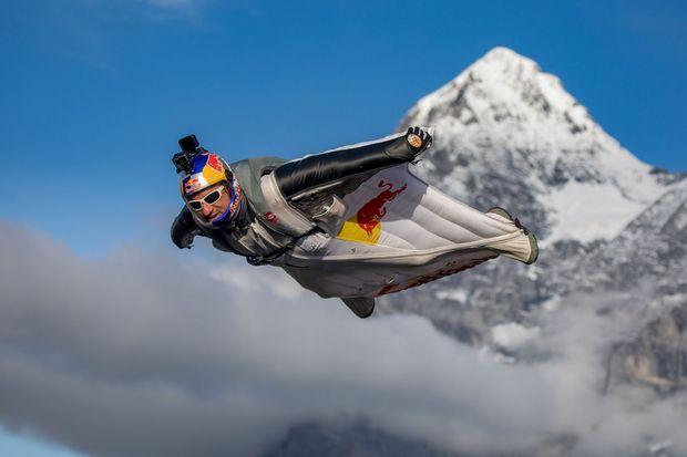 Fred Fugen, en wingsuit, en Suisse.