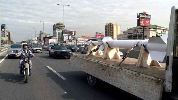 Le transport de la réplique de la fusée à travers Beyrouth