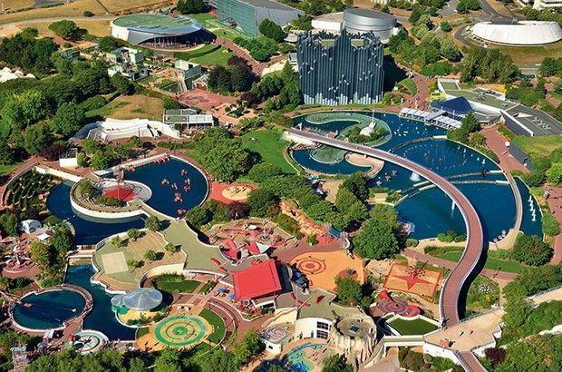 Inauguré en mai 1987, le parc 100% français imagine de nouvelles attractions chaque année.