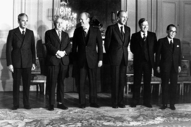 Photo de famille lors de la réunion des Six au château de Rambouillet, le 17 novembre 1975. Le Premier ministre italien Aldo Moro, le Premier ministre britannique Harold Wilson, le président des Etats-Unis Gerald Ford, le président français Valéry Giscard d'Estaing, le chancelier allemand Helmut Schmidt et le Premier ministre japonais Takeo Miki.