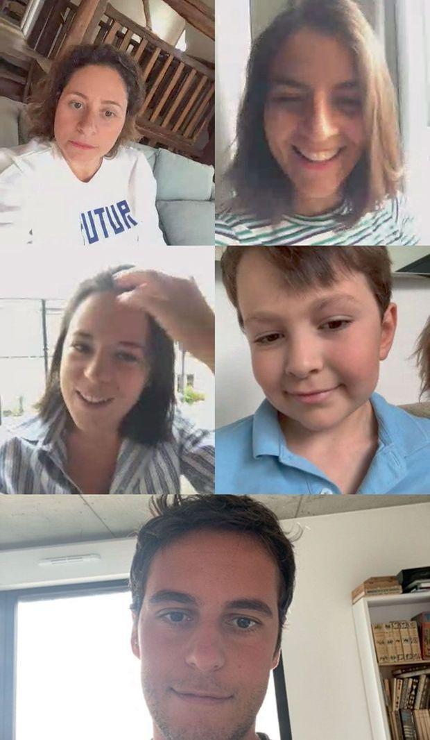 Le secrétaire d'Etat Gabriel Attal avec ses sœurs, Noémi, Iris et Fanny, et son frère, Nikolaï, scolarisé en CP.