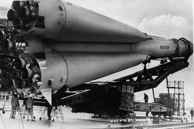 Le vaisseau Vostok sur son lanceur, avril 1961.