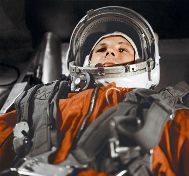 Youri Gagarine dans le vaisseau Vostok sur le point de décoller, le 12 avril 1961.