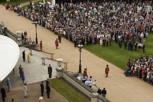 Minute de silence pour les victimes de Manchester à Buckingham Palace le 23 mai 2017