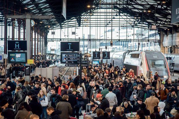 Retour de vacances à la gare de Lyon dimanche 5 janvier. Deux TGV sur trois ont roulé ce jour-là.