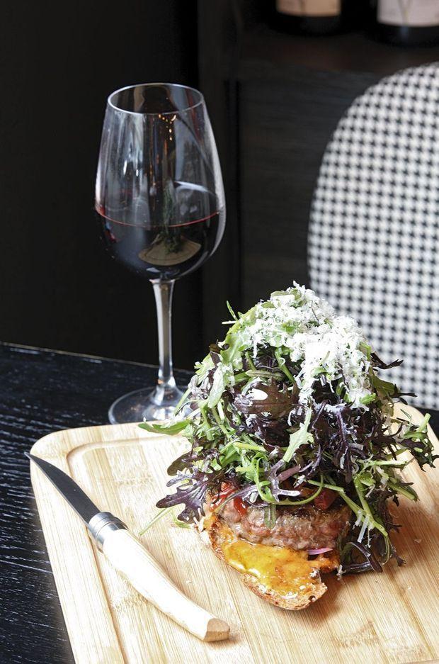 Hamburger, monstre de goût et d'équilibre, au Levain.
