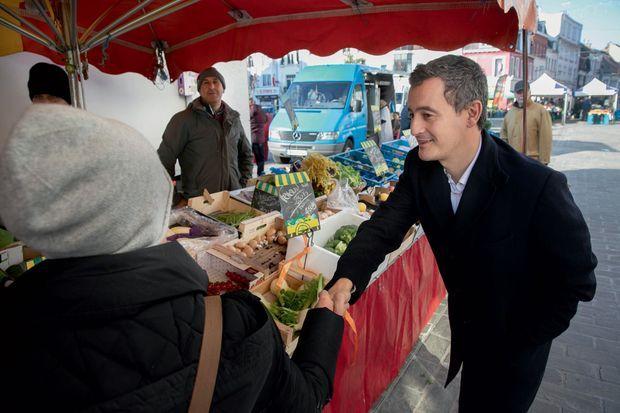 Gérald Darmanin en campagne pour les municipales sur un marché à Tourcoing le 1er décembre.