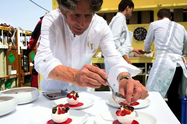 Gérald Passedat leur prépare un repas gastronomique surprise.