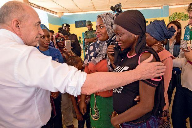 Au centre de l'Organisation internationale pour les migrations, le ministre s'émeut du témoignage d'une migrante enceinte.