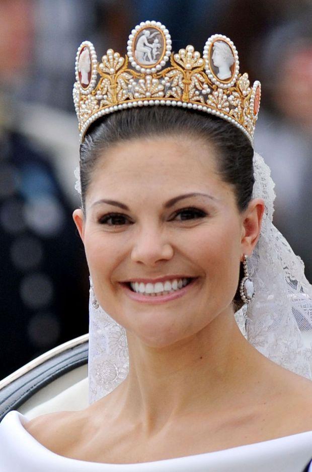 La princesse Victoria de Suède coiffée du diadème aux camées de l'impératrice Joséphine, le jour de son mariage, 19 juin 2010 à Stockholm