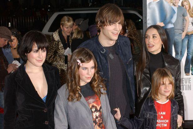 Ashton Kutcher et Demi Moore avec les filles de l'actrice en 2003