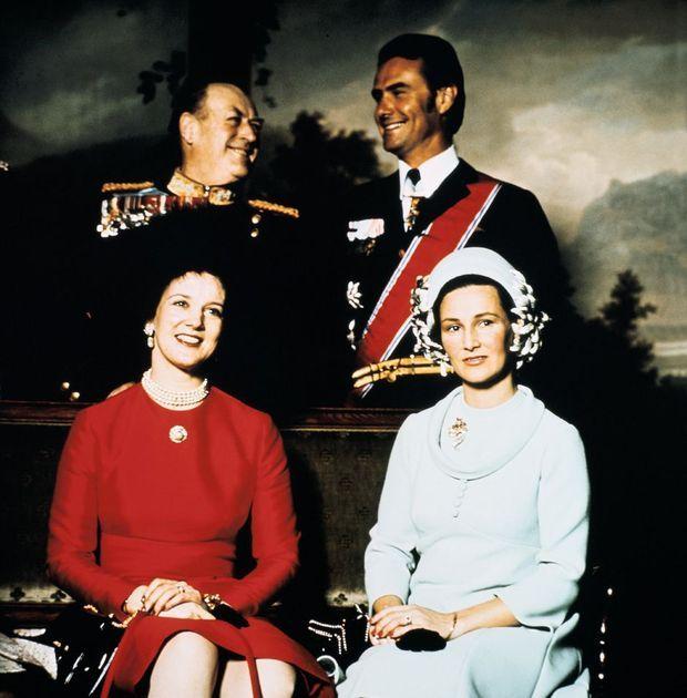 La princesse Sonja avec son beau-père le roi Olav V pour recevoir la reine Margrethe de Danemark et le prince consort Henrik à Oslo dans les années 1970