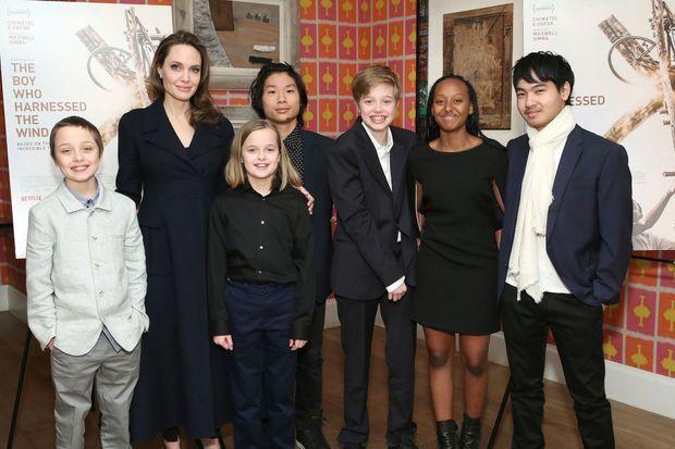 Angelina Jolie avec ses enfants Knox, Vivienne, Pax, Shiloh, Zahara et Maddox, en février 2019 à New York