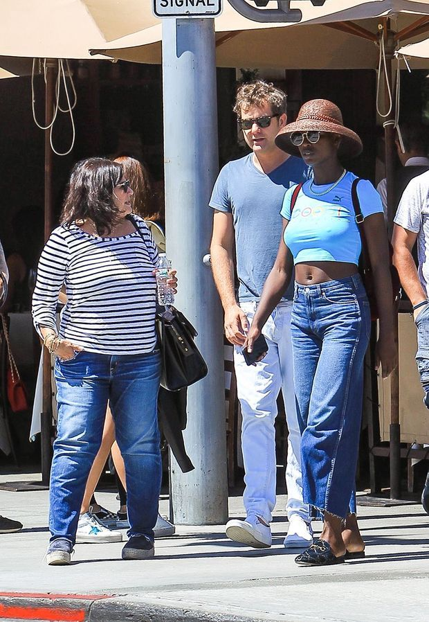 Joshua Jackson, sa mère Fiona, et Jodie Turner-Smith à Los Angeles le 2 août 2019