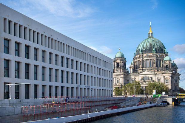 La façade moderne du Humboldt Forum au château de Berlin reconstruit, le 18 octobre 2019