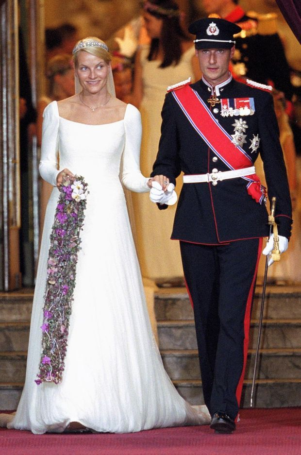 Mette-Marit Tjessem Høiby et le prince Haakon de Norvège, le jour de leur mariage, le 25 août 2001